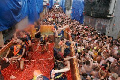 Las fiestas tradicionales que no te puedes perder La tomatina