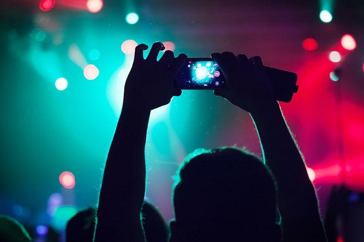 Te enseñamos cómo emitir vídeo en directo desde el móvil