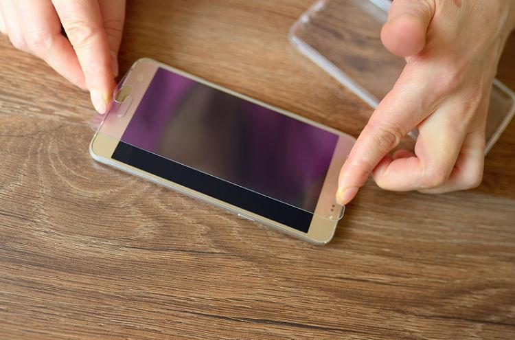 Cómo poner un protector de pantalla en tu teléfono y que quede perfecto