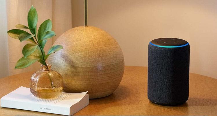 Foto del altavoz Amazon Echo con Alexa